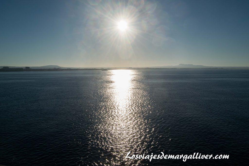Amanecer en el ferry Bahama Mama de Baleària - Los viajes de Margalliver
